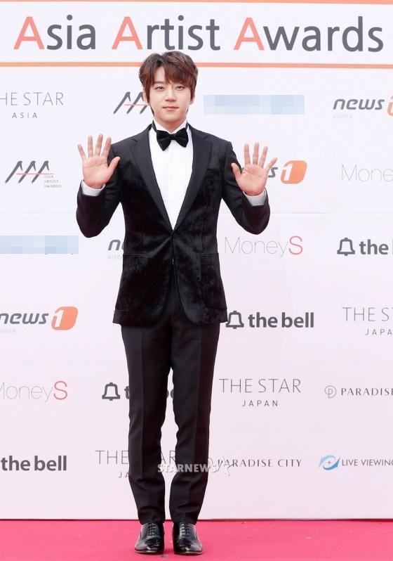 Thảm đỏ Asia Artist Awards: Kim Hee Sun lộng lẫy lấn át dàn mỹ nhân trẻ-6