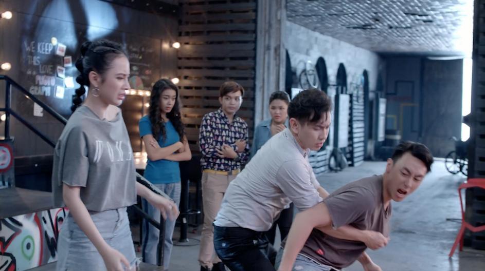 Glee: Hữu Vi và Rocker Nguyễn đánh nhau điên loạn vì Angela Phương Trinh-2