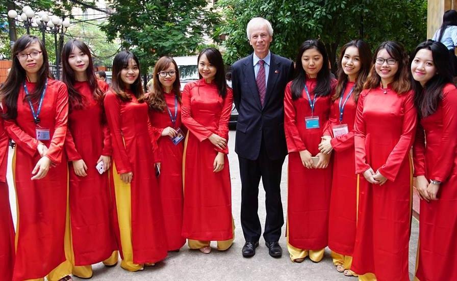 CLB toàn trai xinh gái đẹp tham gia APEC của Học viện Ngoại giao-5