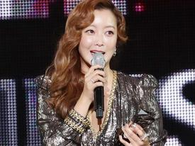 Sao Hàn 16/11: Kim Hee Sun, EXO nhận giải thưởng cao quý nhất tại Asia Artist Awards
