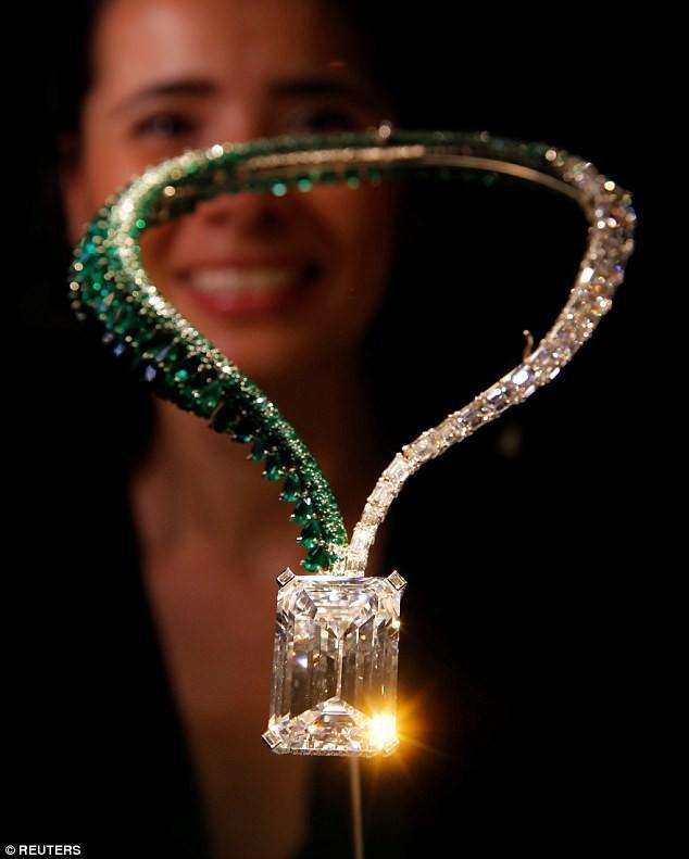 Trông bé thế thôi nhưng viên kim cương này có giá còn đắt hơn 200 căn hộ chung cư-1