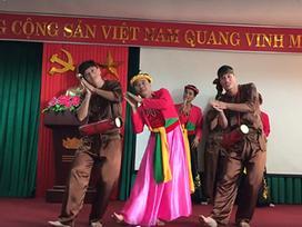 Màn giả gái múa cực dẻo trên nền bài hát 'Trống cơm' của các thầy giáo hút trăm nghìn lượt xem
