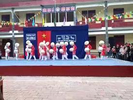 Nam sinh Nghệ An mặc áo dài múa nón lá cực vi diệu