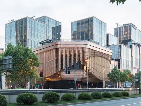 Ngắm tòa nhà đặc biệt có khả năng 'biến hình' ảo diệu ở Trung Quốc