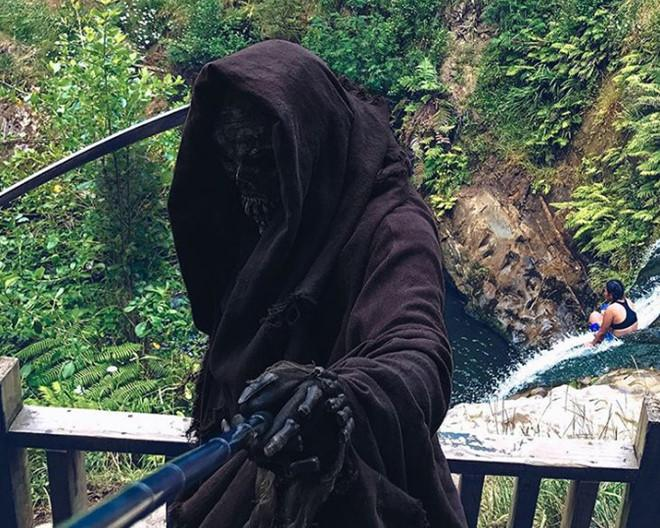 Thần chết nổi tiếng trên mạng với loạt ảnh sống ảo bá đạo-3