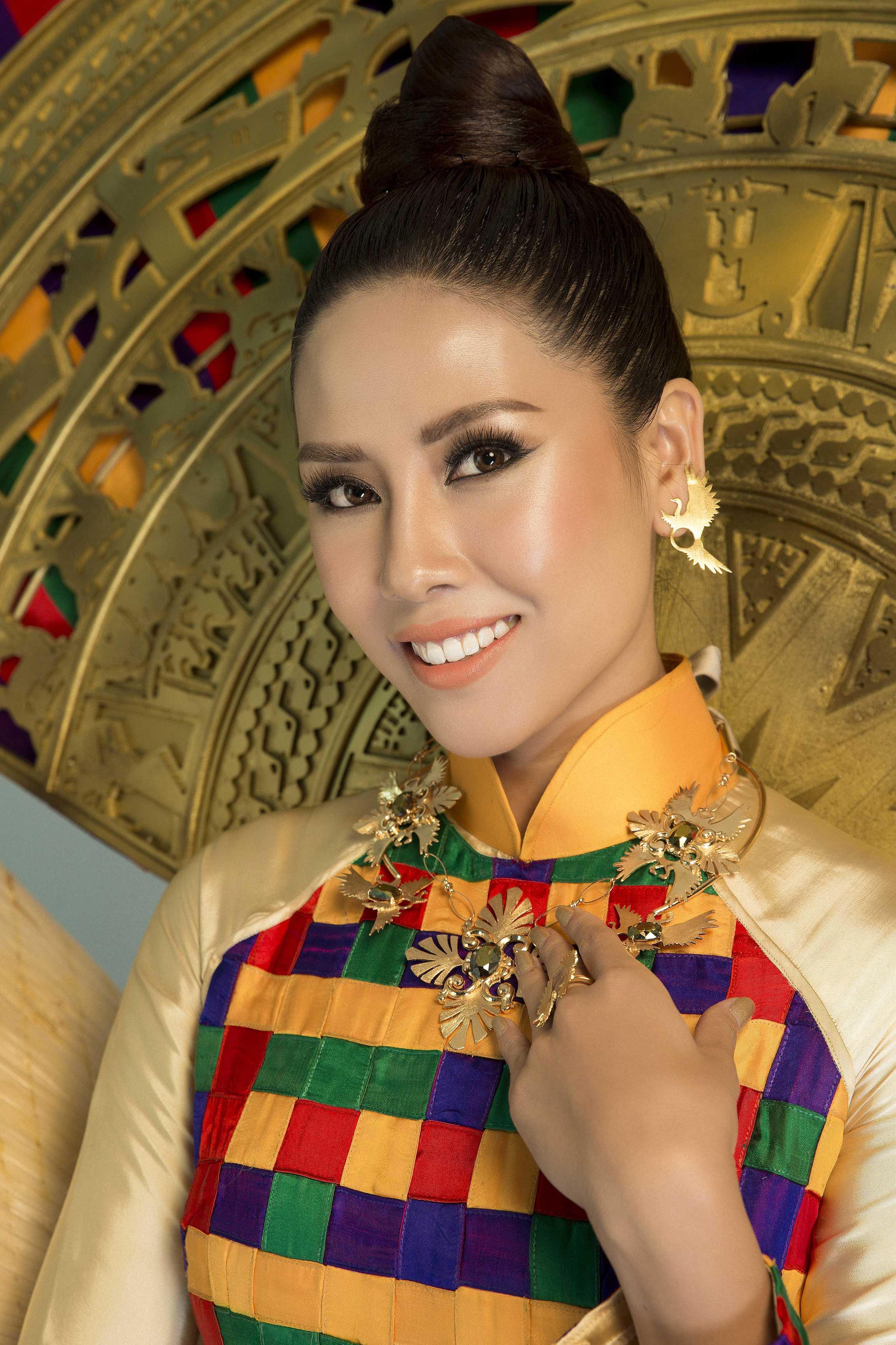 Cận cảnh quốc phục hoành tráng được Nguyễn Thị Loan mang tới Miss Universe 2017-3