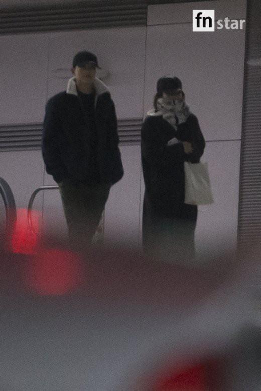 Clip: Song Joong Ki và Song Hye Kyo về nước sau tuần trăng mật, nhưng sao xa cách thế này?-2