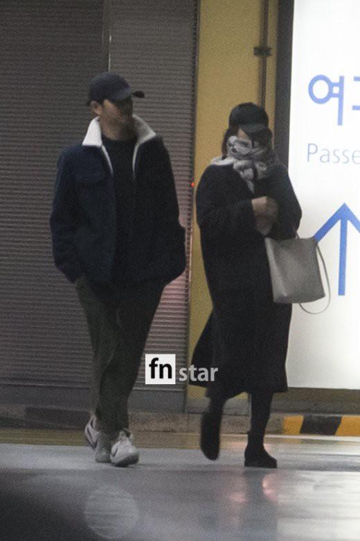Clip: Song Joong Ki và Song Hye Kyo về nước sau tuần trăng mật, nhưng sao xa cách thế này?-3