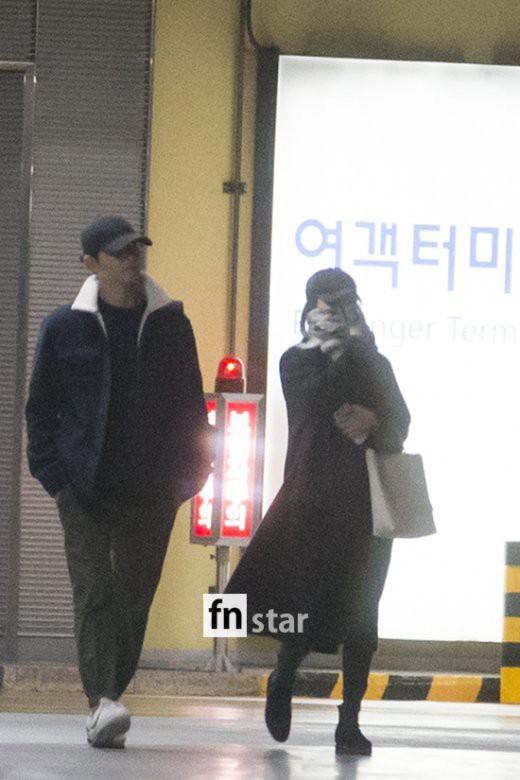 Clip: Song Joong Ki và Song Hye Kyo về nước sau tuần trăng mật, nhưng sao xa cách thế này?-4