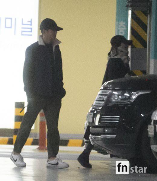 Clip: Song Joong Ki và Song Hye Kyo về nước sau tuần trăng mật, nhưng sao xa cách thế này?-7