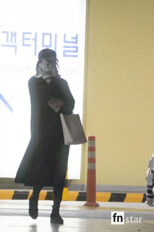 Clip: Song Joong Ki và Song Hye Kyo về nước sau tuần trăng mật, nhưng sao xa cách thế này?-8