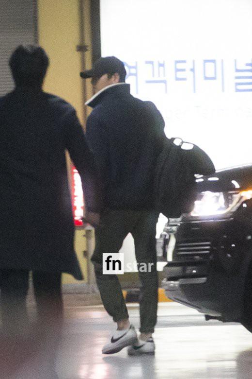 Clip: Song Joong Ki và Song Hye Kyo về nước sau tuần trăng mật, nhưng sao xa cách thế này?-10
