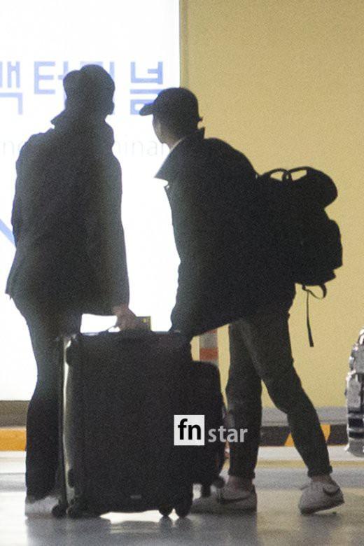 Clip: Song Joong Ki và Song Hye Kyo về nước sau tuần trăng mật, nhưng sao xa cách thế này?-11