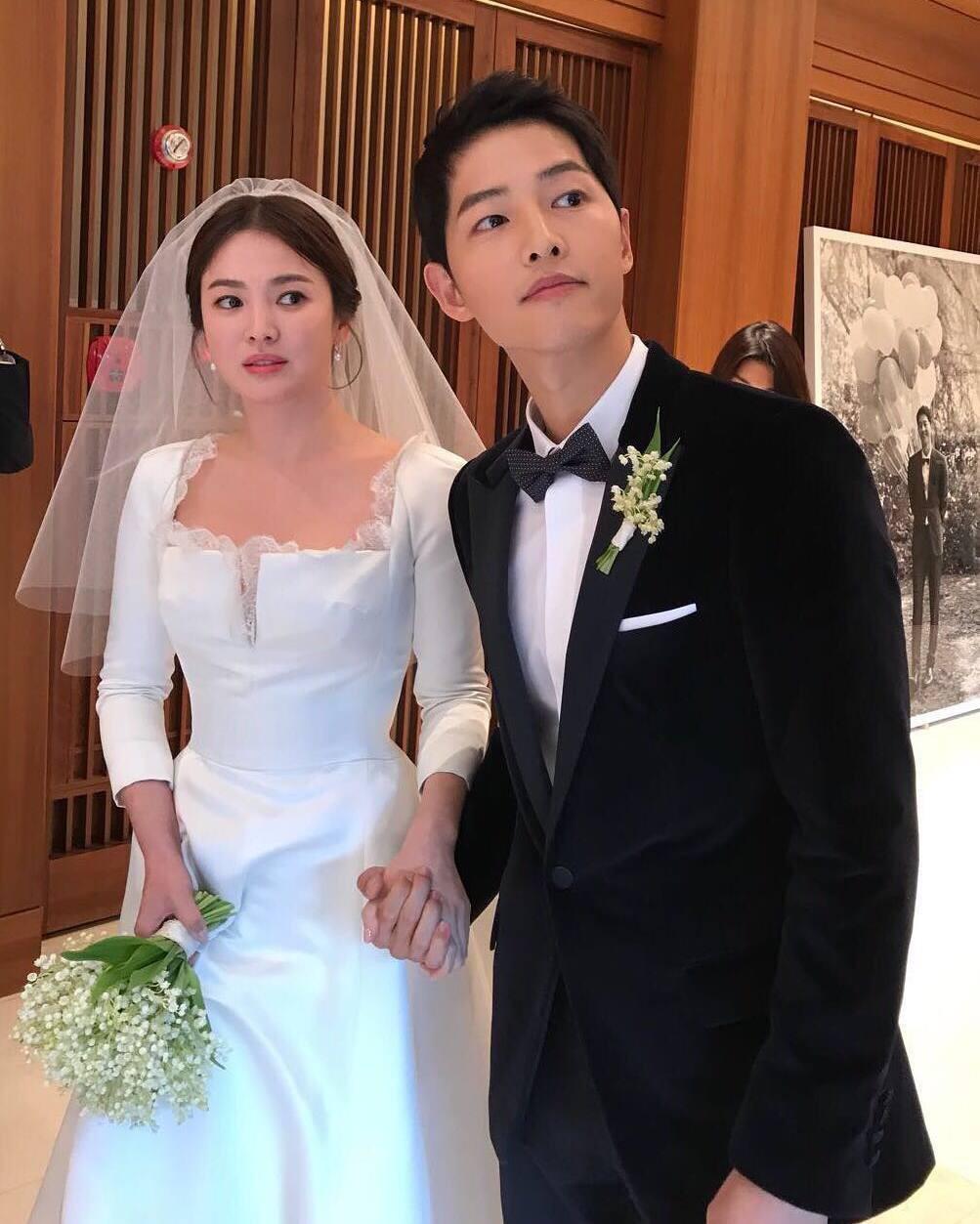 Clip: Song Joong Ki và Song Hye Kyo về nước sau tuần trăng mật, nhưng sao xa cách thế này?-12