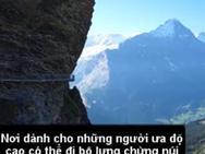 'Rùng mình' lối đi bộ lơ lửng giữa hẻm núi không dành cho người yếu tim
