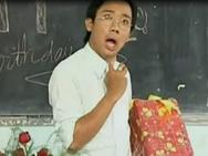 Clip hài: Thầy giáo Trấn Thành 'ngậm ngùi' với quà sinh nhật của học trò