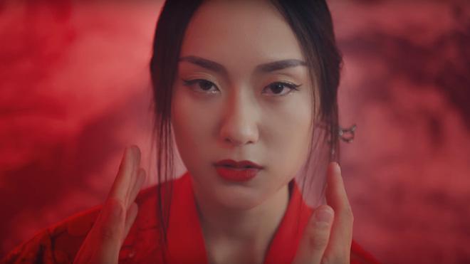 4 cô nàng xinh đẹp bỗng chốc nổi tiếng sau khi xuất hiện trong các MV hit-7