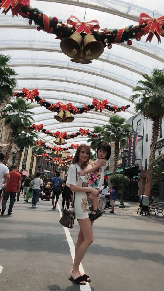 Hot girl - hot boy Việt 18/11: Minh Châu say sưa song ca cùng gái xinh trong ô tô-4