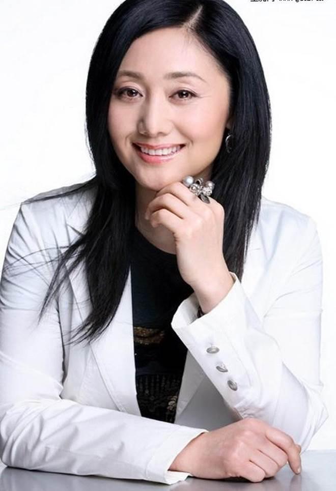 Nữ diễn viên từng phá thai để được đóng Hoàn Châu cách cách bây giờ ra sao?-5