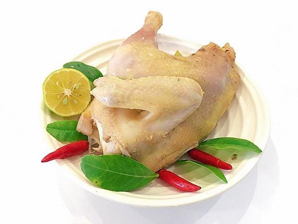 Bí quyết cho món gà hấp lá chanh mềm dai, ngọt thịt ngon không cưỡng nổi-1
