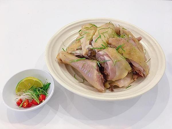 Bí quyết cho món gà hấp lá chanh mềm dai, ngọt thịt ngon không cưỡng nổi-4