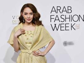 Minh Hằng đeo kim cương 20 tỷ đồng đẹp 'bất phân thắng bại' trên thảm đỏ Arab Fashion Week