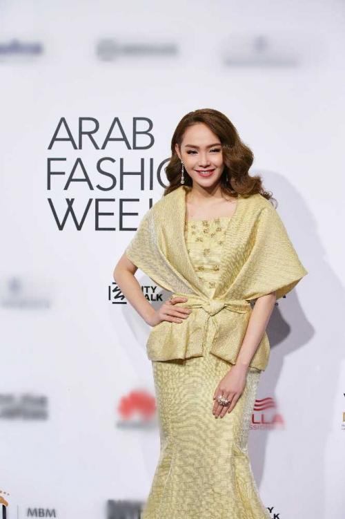 Minh Hằng đeo kim cương 20 tỷ đồng đẹp 'bất phân thắng bại' trên thảm đỏ Arab Fashion Week-2