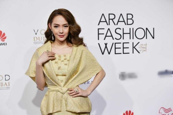 Minh Hằng đeo kim cương 20 tỷ đồng đẹp 'bất phân thắng bại' trên thảm đỏ Arab Fashion Week-3