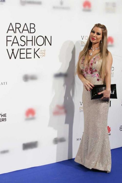 Minh Hằng đeo kim cương 20 tỷ đồng đẹp 'bất phân thắng bại' trên thảm đỏ Arab Fashion Week-6