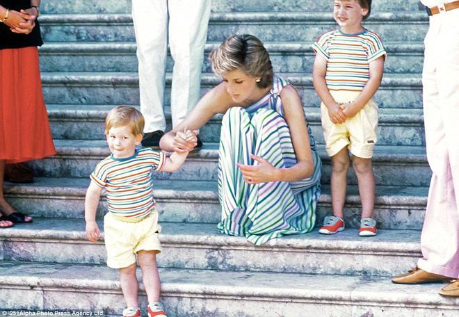 Có lần Hoàng tử Harry bệnh nặng phải nhập viện, hành động của Công nương Diana đã khiến nhiều người bất ngờ-1