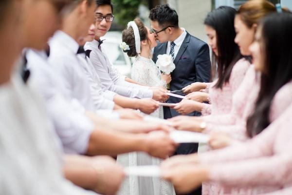 MC Đức Bảo của Cà phê sáng bất ngờ làm lễ đính hôn cùng cô dâu tương lai xinh đẹp-1