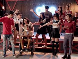 Cư dân mạng chê Glee hát 'Không cảm xúc' của Hồ Quang Hiếu như cãi nhau