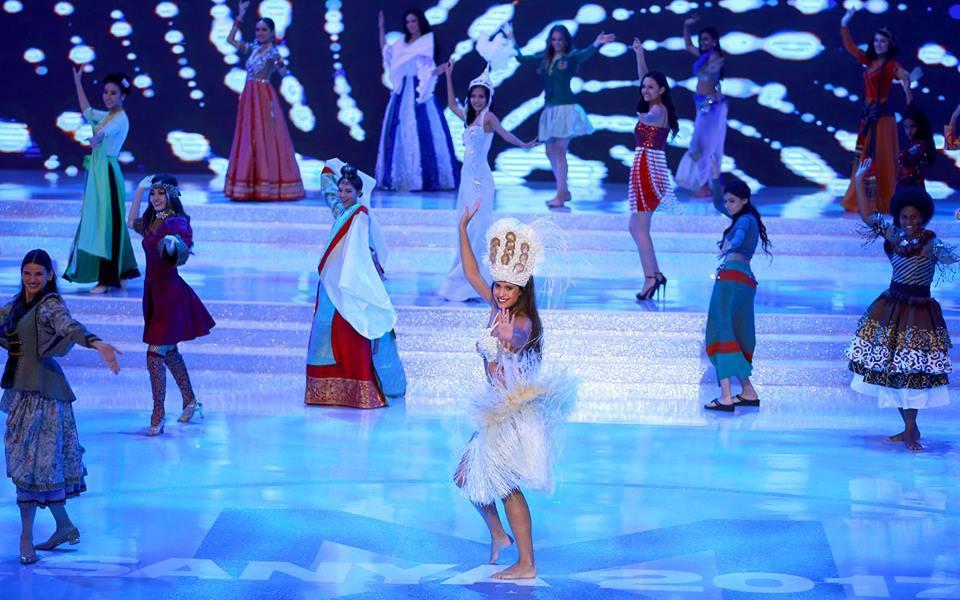 Mỹ Linh mặc áo tứ thân múa mở màn chung kết-3