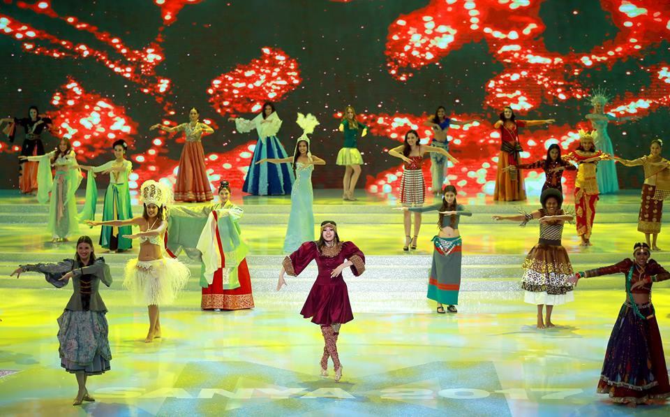 Mỹ Linh mặc áo tứ thân múa mở màn chung kết-4
