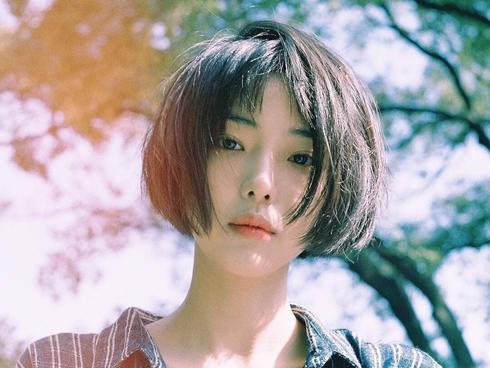 Cô bạn Hàn Quốc tóc ngắn xinh như bước ra từ tiểu thuyết