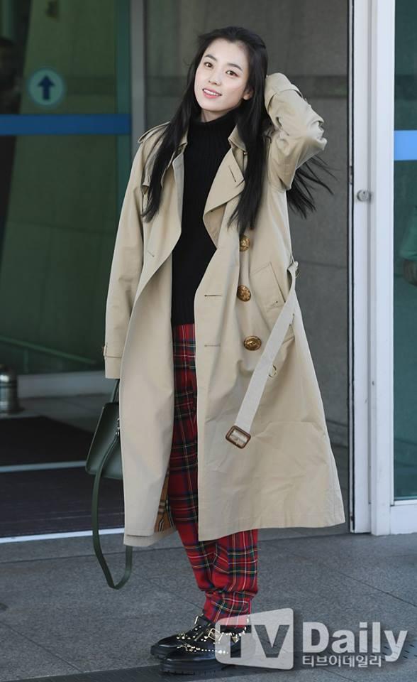 Sải bước ở sân bay, mỹ nhân cười đẹp nhất xứ Hàn Han Hyo Joo tỏa sáng như chụp ảnh tạp chí-1