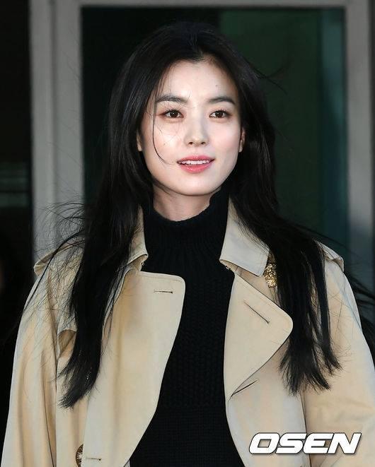 Sải bước ở sân bay, mỹ nhân cười đẹp nhất xứ Hàn Han Hyo Joo tỏa sáng như chụp ảnh tạp chí-5