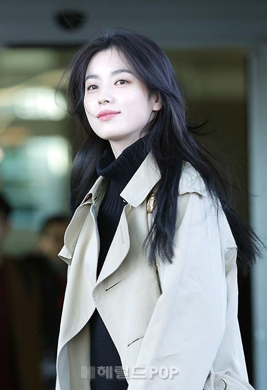 Sải bước ở sân bay, mỹ nhân cười đẹp nhất xứ Hàn Han Hyo Joo tỏa sáng như chụp ảnh tạp chí-6