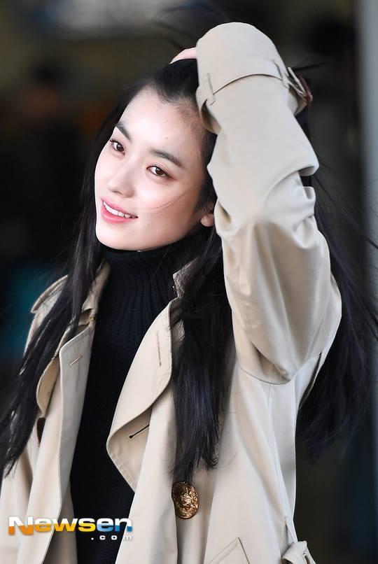 Sải bước ở sân bay, mỹ nhân cười đẹp nhất xứ Hàn Han Hyo Joo tỏa sáng như chụp ảnh tạp chí-7