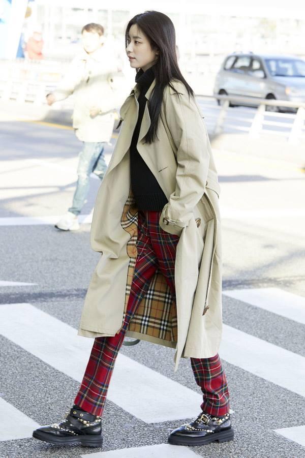 Sải bước ở sân bay, mỹ nhân cười đẹp nhất xứ Hàn Han Hyo Joo tỏa sáng như chụp ảnh tạp chí-9