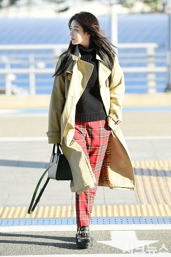 Sải bước ở sân bay, mỹ nhân cười đẹp nhất xứ Hàn Han Hyo Joo tỏa sáng như chụp ảnh tạp chí-10