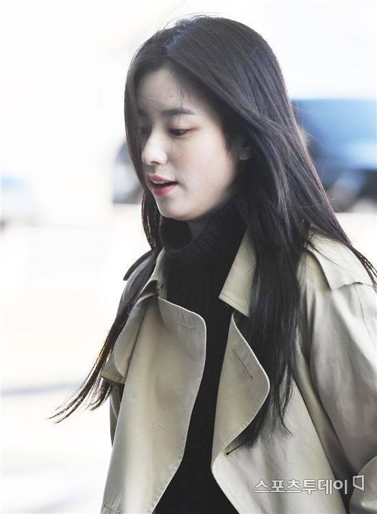 Sải bước ở sân bay, mỹ nhân cười đẹp nhất xứ Hàn Han Hyo Joo tỏa sáng như chụp ảnh tạp chí-13