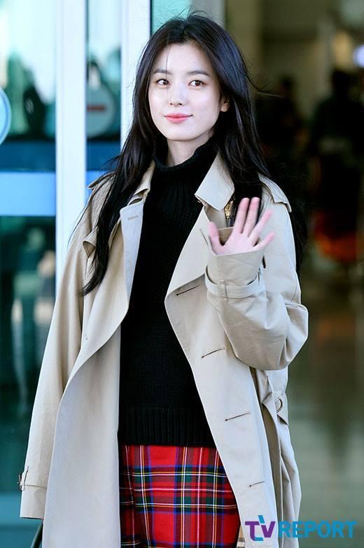 Sải bước ở sân bay, mỹ nhân cười đẹp nhất xứ Hàn Han Hyo Joo tỏa sáng như chụp ảnh tạp chí-14