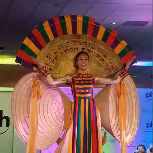 Nguyễn Thị Loan tỏa sáng khi trình diễn quốc phục tại Miss Universe 2017-1