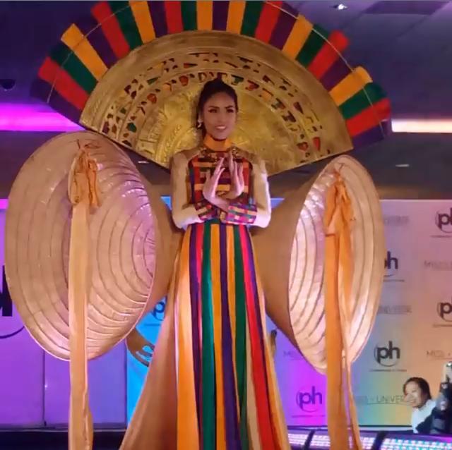 Nguyễn Thị Loan tỏa sáng khi trình diễn quốc phục tại Miss Universe 2017-2