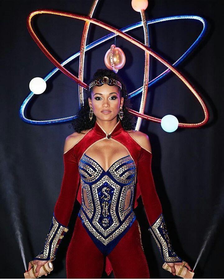 Nguyễn Thị Loan tỏa sáng khi trình diễn quốc phục tại Miss Universe 2017-7