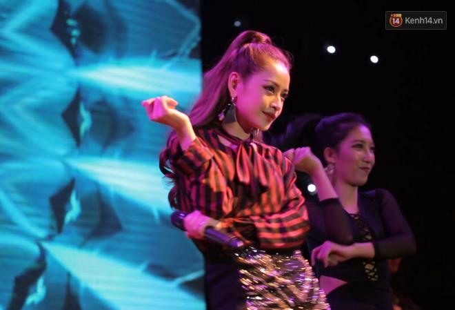 Văn Mai Hương không thể coi Chi Pu là ca sĩ đồng nghiệp sau khi xem bản hát live-1