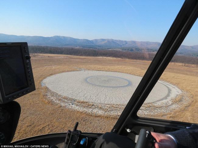 Kinh ngạc với núi lửa hình mắt người khổng lồ-2