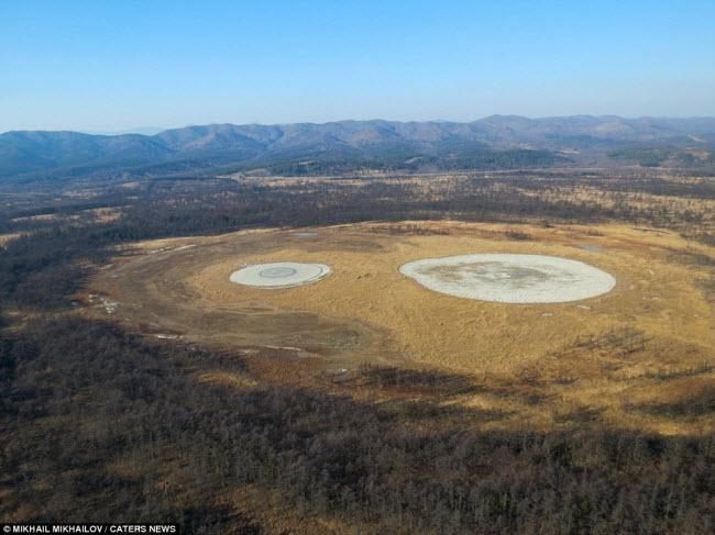 Kinh ngạc với núi lửa hình mắt người khổng lồ-4