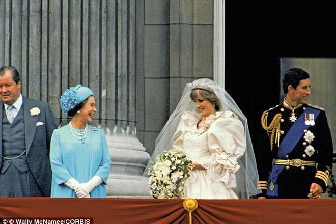 Nổi tiếng là hòa hợp, nhưng ít ai ngờ vợ chồng Nữ hoàng Anh từng đối chọi nhau vì cuộc hôn nhân của Công nương Diana-1